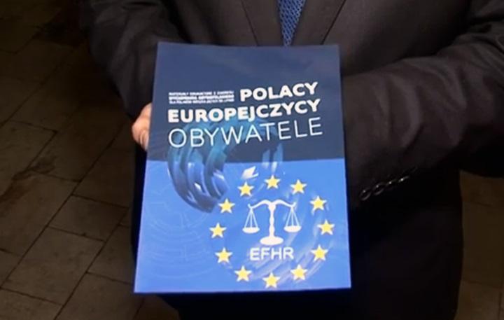 """Poles, Europeans, Citizens"" textbooks now in pupils' hands"